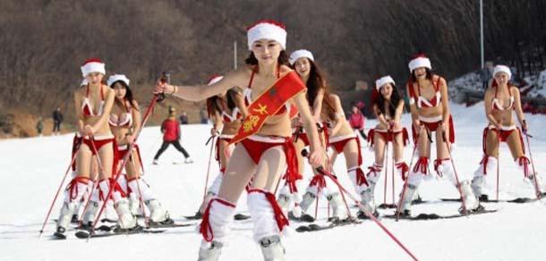 圣诞美女比基尼滑雪娇如艳阳